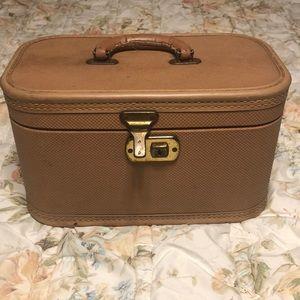 Handbags - Vintage Tan Train Case